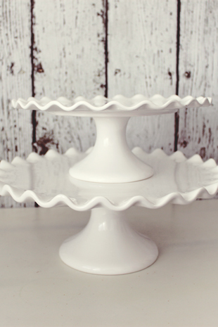 White Ceramic Cake Stand With Ruffle
