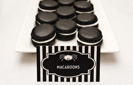 macaroons! So here are some black and white macaroons from Les